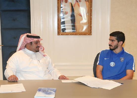 عبدالله الحافظ يجدد عقده مع الهلال لـ 3 سنوات