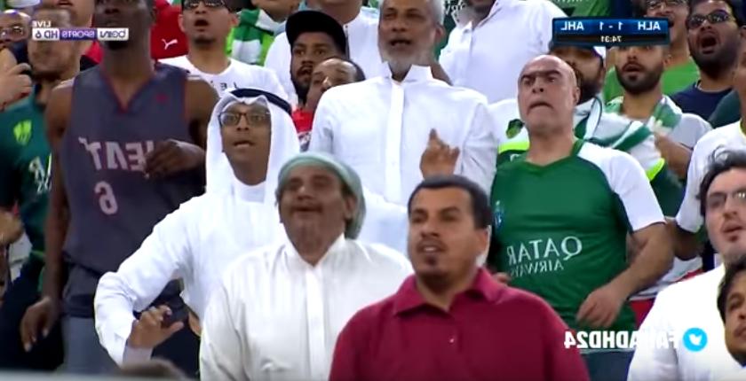 بالفيديو..رد فعل مشجع أهلاوي أثناء فرصة فيتفا الخطيرة ضد الأهلي الإماراتي