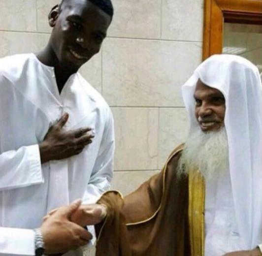 بالفيديو..بول بوجبا يتناول الإفطار بالمسجد النبوي ويلتقي بالشيخ الحذيفي