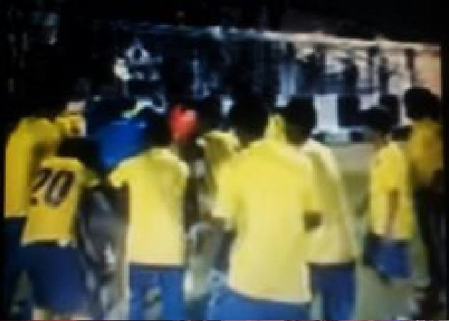 بالفيديو:نجوم ناشئي النصر يحتفلون برفقة مدربهم بعد تحقيقهم لقب بطولة الدوري