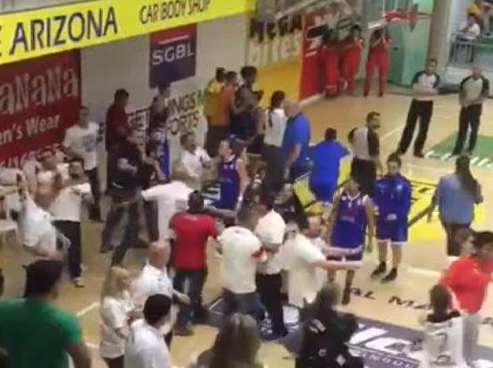 بالفيديو:تضارب بالإيدي بين سيدات كرة السلة اللبنانية