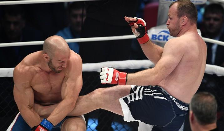 بالفيديو.. مقاتل روسي يطيح بمنافسه الأمريكي في 25 ثانية