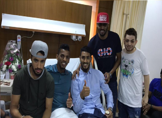 بالفيديو .. زيارة عدد من لاعبي الاهلي والاتحاد للاعب احمد عسيري بعد نجاح العملية الجراحية