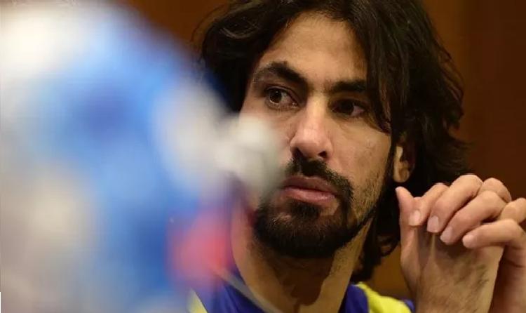 إدارة نادي النصر توقع مخالصة مالية نهائية مع حسين عبدالغني