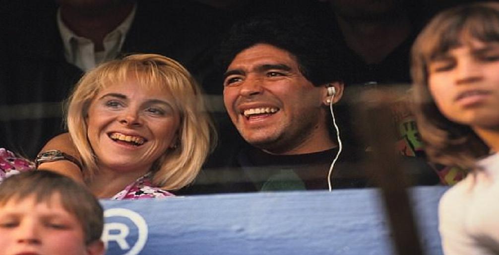 مارادونا يتهم زوجته السابقة بسرقة أمواله