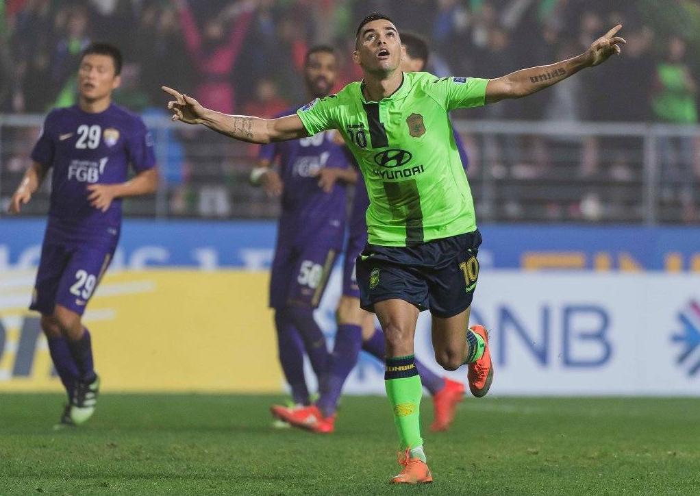 فرق صينية تهدد النصر بسبب برازيلي