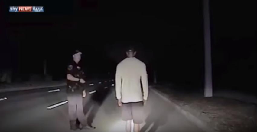 """بالفيديو: شاهد لاعب الغولف الأميركي """"تايغر وودز"""" لحظة القبض عليه وهو تحت تأثير الكحول"""