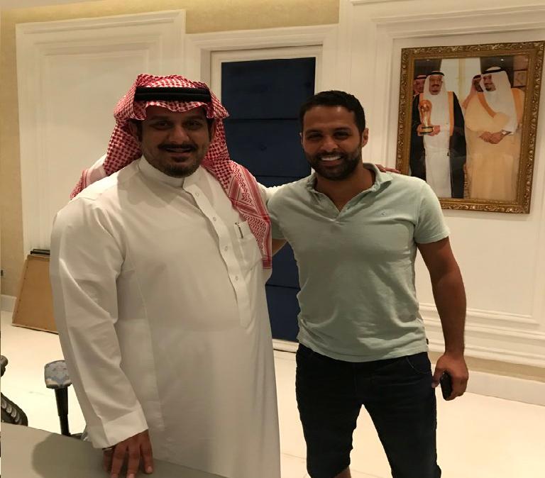 الهلال يمدد عقد قائده القحطاني لمدة عام