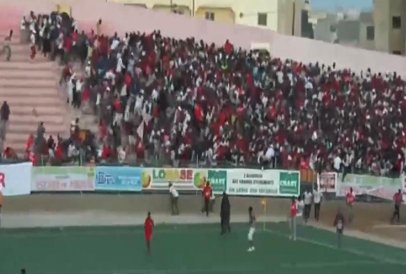بالفيديو.. وفاة 8 مشجعين في أعمال عنف خلال مباراة بالسنغال