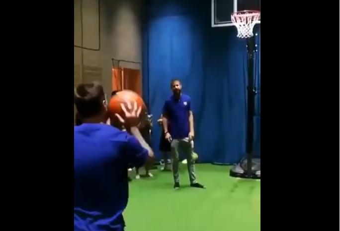 بالفيديو.. ميسي يخلع حذاء كرة القدم ويتحول لإبهار العالم في رياضة أخرى!