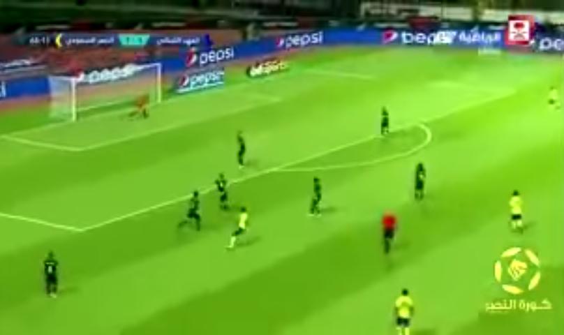 بالفيديو.. تسديدة غريبة لمحترف النصر الجديد ويليام جيبور