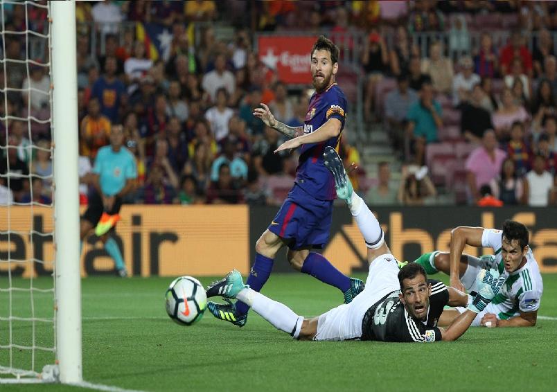بالفيديو.. برشلونة يستهل مسيرته بالفوز على ريال بيتيس في الدوري الإسباني