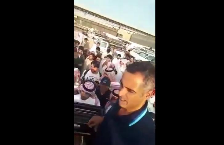 بالفيديو.. قوميز مدرب التعاون حضر سوق التمور في بريدة