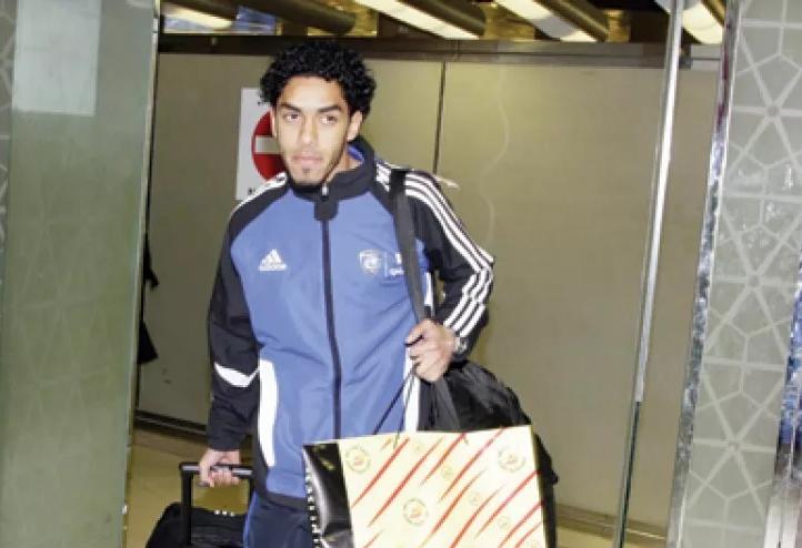 رغم تلقيه عروض مغرية.. عبدالعزيز الدوسري يرفض مغادرة الهلال