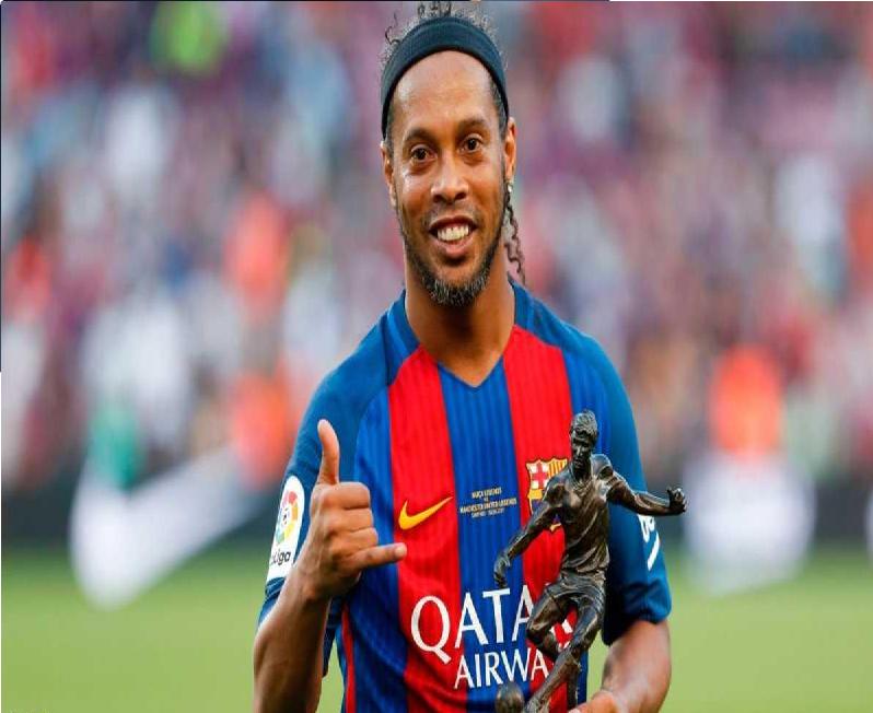 """رونالدينيو """"العجوز"""" قد يعود للعب في برشلونة"""