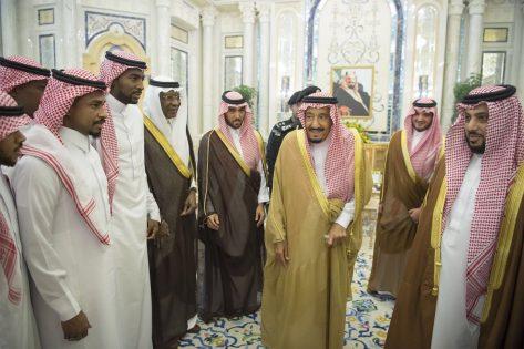 بالصور.. الملك سلمان يستقبل لاعبي المنتخب ويطالبهم بظهور مشرف في المونديال