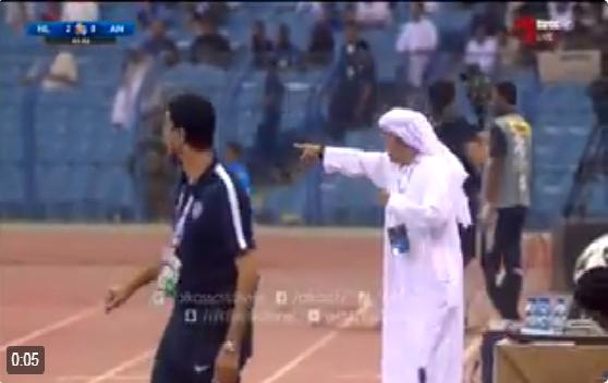 بالفيديو : مشادة بين فهد المفرج واداري العين بعد مطالبته بركلة جزاء للعين
