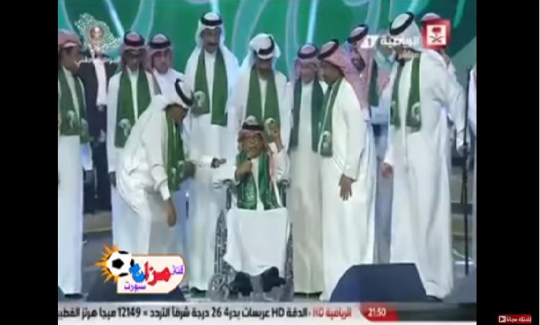 بالفيديو.. رئيس هيئة الرياضة يكرم الفنان أبوبكر سالم في الجوهرة