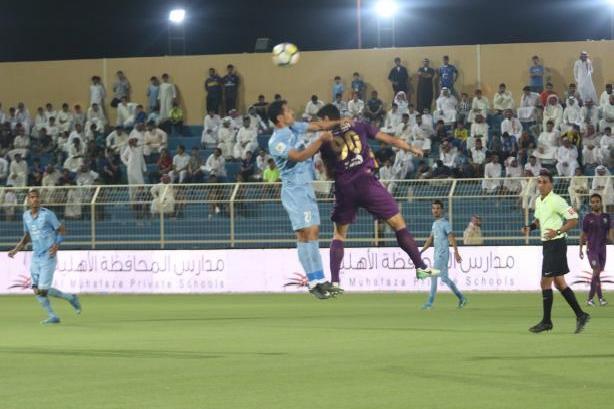 الباطن يعود إلى صدارة الدوري السعودي بعد التعادل مع الفتح