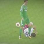 بالفيديو.. طرد لاعب قام بتصرف غير رياضي مع منافسه!