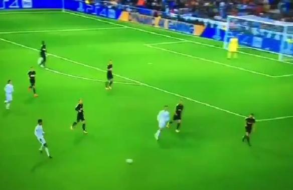 بالفيديو.. رونالدو يفشل في محاولة تقليد رونالدينيو