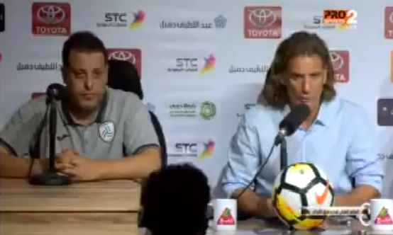 """بالفيديو.. تعليق مدرب نادي الشباب """"كارينيو"""" بعد تعادل فريقه مع الرائد!"""