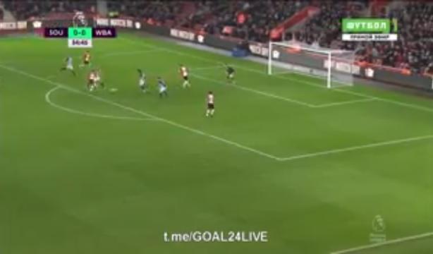 """بالفيديو.. هدف """"مارادوني"""" بقدم عربية في الدوري الإنجليزي!"""