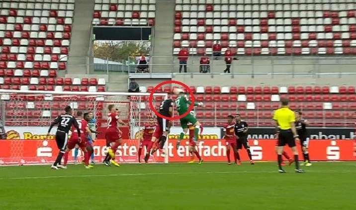 بالفيديو.. حارس ألماني يتقمص دور راموس لإنقاذ فريقه من الهزيمة!