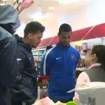 """شاهد بالفيديو: مفاجأة """"يابانية"""" في استقبال لاعبي الهلال في مطار طوكيو"""