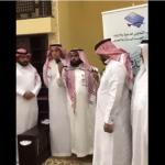 بالفيديو..لاعب برشلونة السابق يشهر إسلامه في أحد مساجد السعودية