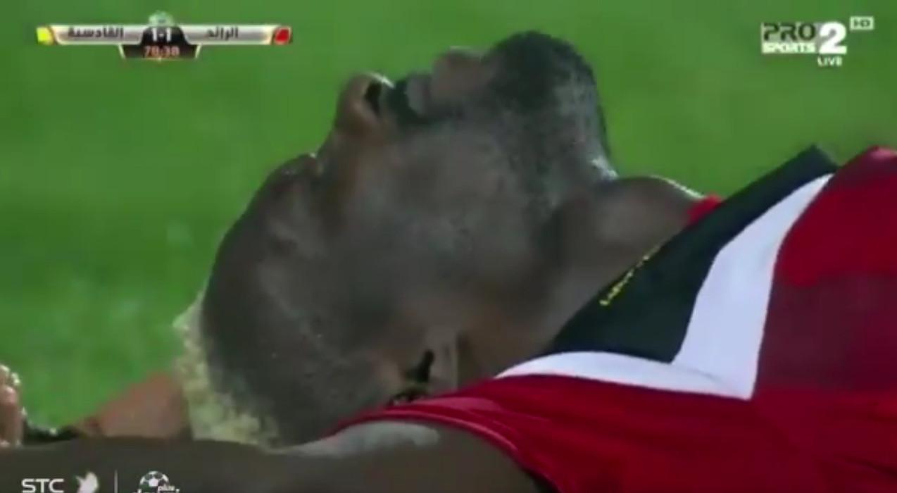 بالفيديو: إصابة قوية لإسماعيل بانغورا مهاجم نادي الرائد أمام القادسية