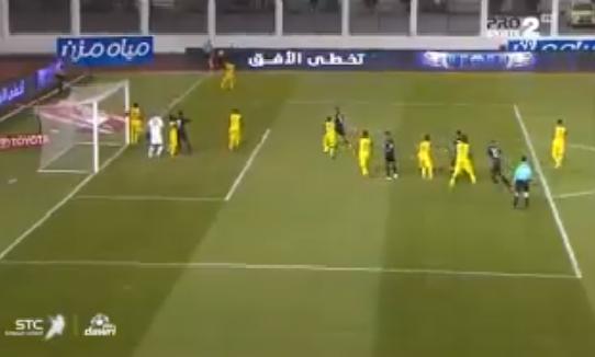 بالفيديو.. ناصر الشمراني يهز شباك أحد بالهدف الأول للشباب