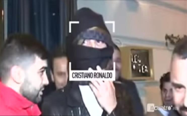 بالفيديو.. رونالدو تنكر بوشاح للهروب من هؤلاء داخل مطعم ففوجئ بهم خارجه!.. وهكذا علق!
