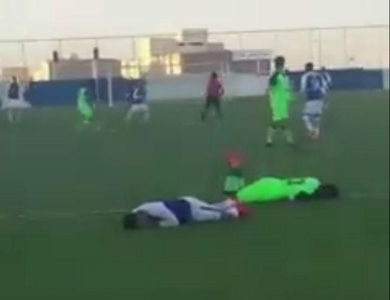 أول رد فعل من الأهلي بعد اعتداء لاعبه على لاعب الهلال..ومغرد يعلق: مجاملات كذابة!