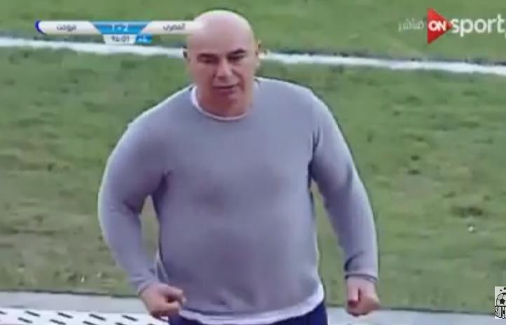 بالفيديو.. إشارة «غير لائقة» من حسام حسن بعد مباراة المصري وبتروجت!