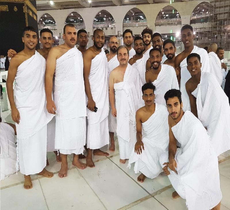 الجزيرة يغسل أحزانه الآسيوية في بيت الله الحرام