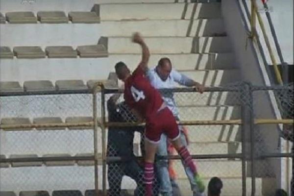 """""""تصرفه تسبب في طرده من المباراة"""".. لاعب تونسي يشعل موجة غضب واسعة على مواقع التواصل!"""