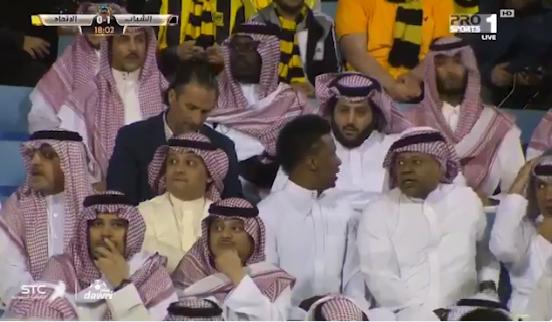 بالفيديو.. آل الشيخ بين الجماهير في مباراة الاتحاد والشباب