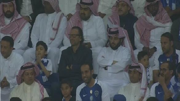 شاهد.. تركي آل الشيخ بين الجماهير في مباراة الهلال والفيصلي!