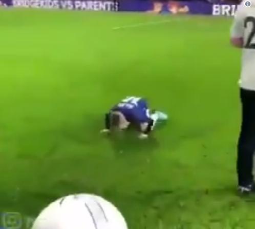 """بالفيديو.. سجود طفل إنجليزي بعد تسجيله الهدف اقتداء بـ """"محمد صلاح"""""""