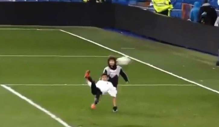 شاهد .. نجل رونالدو يسجل هدفا بمقصية بعد تمريرة من نجم مدريدي!