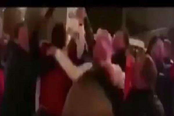 بالفيديو.. شاهد تحول ليفربول إلى مقاطعة عربية بالأغاني والملابس احتفالًا بمحمد صلاح