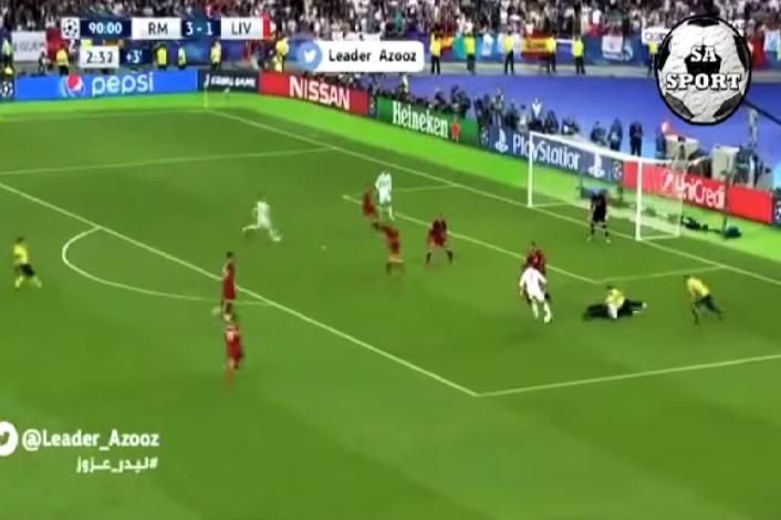 شاهد.. لحظة اقتحام مشجع لمباراة نهائي دوري أبطال أوروبا