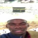 """بالفيديو .. ماذا طلب لاعب مانشيستر """"بوجبا"""" من متابعيه وهو أمام الحرم ؟"""
