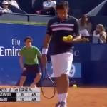 شاهد.. لقطة صادمة من أحد لاقطين كرة التنس!