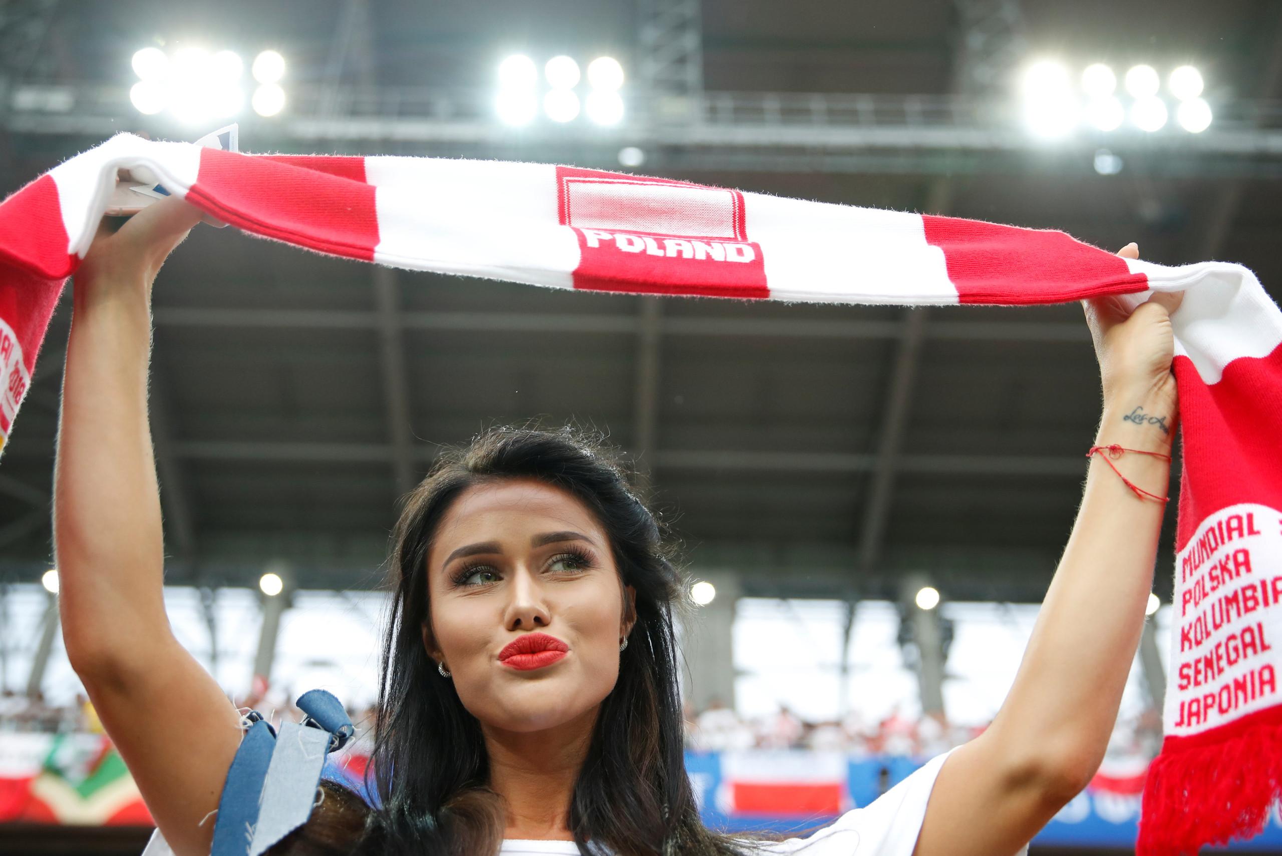 شاهد بالصور..المشجعات البولنديات يخطفن الأضواء في المونديال