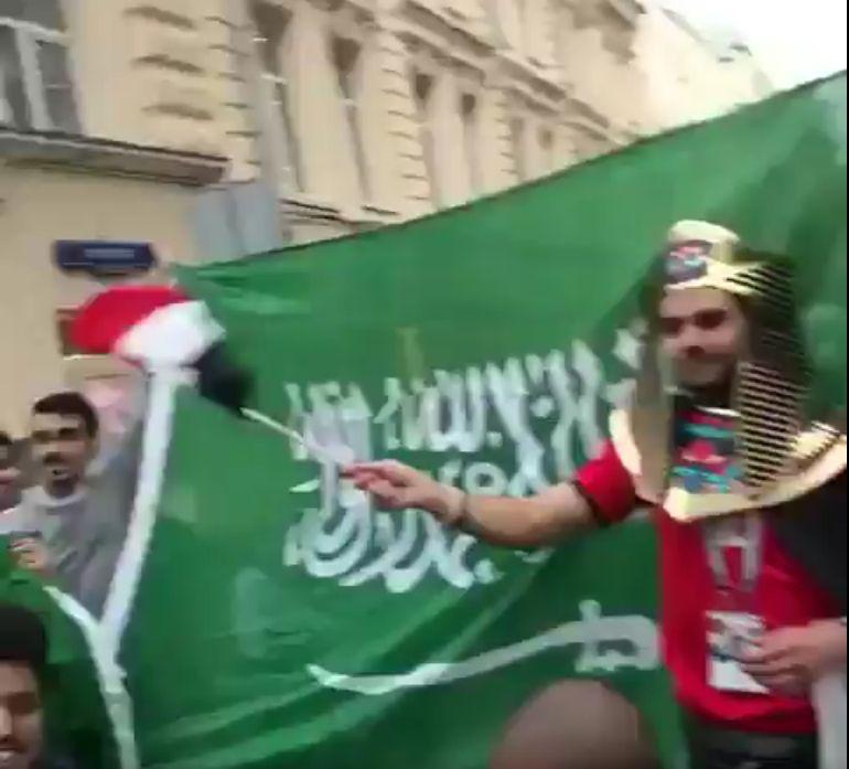 """شاهد..مصر والسعودية """"إيد واحدة"""" في روسيا-فيديو"""