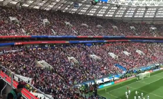 شاهد.. الأهازيج الوطنية تملأ الفرح باستاد لوجينكي قبل انطلاقة افتتاح كأس العالم 2018