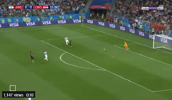 بالفيديو.. كرواتيا تسجل الهدف الأول في شباك الأرجنتين من خطأ فادح لحارس المرمى