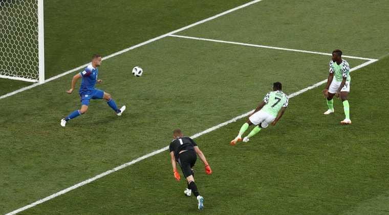 """بالفيديو.. نيجيريا تفاجىء أيسلندا وتمنح """"طوق نجاة"""" للأرجنتين"""